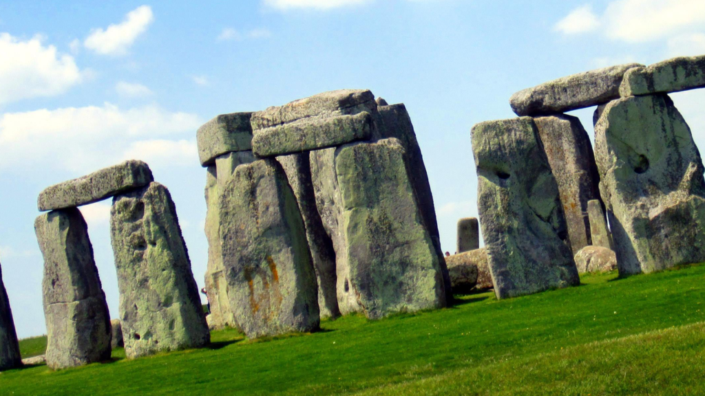 Stonehenge, Amesbury, United Kingdom - most popular tourist attractions in the world 2020