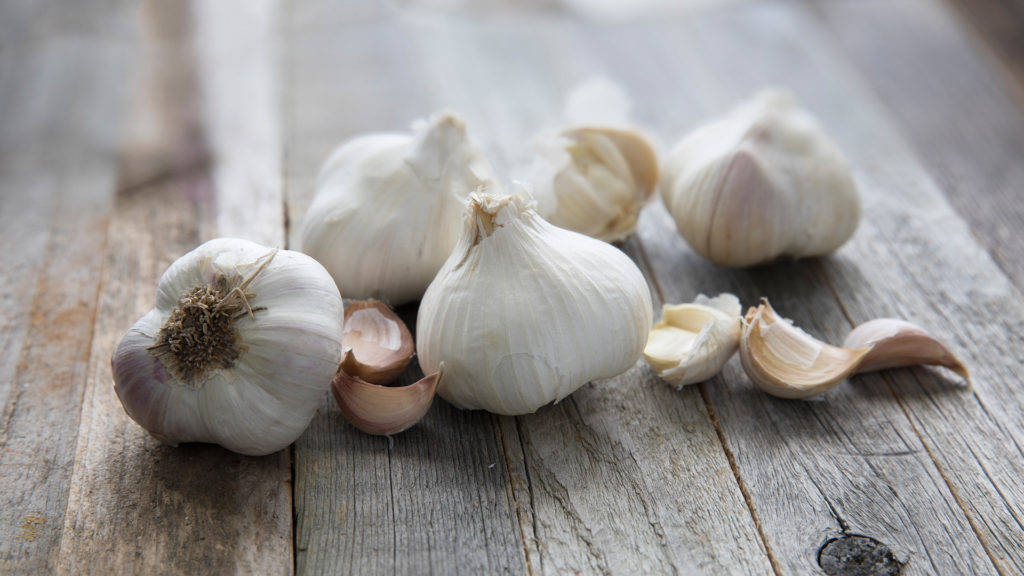 Home Remedies for a Toothache - garlic